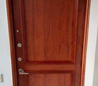 Carpinteros Jairo medellin reparacion de puerta antes y despues (1)